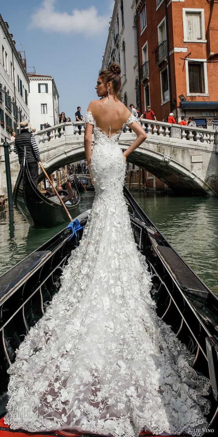 Brautkleid-Meerjungfrau aus Spitze, rückenfrei, schulterfrei, mit langer Schleppe