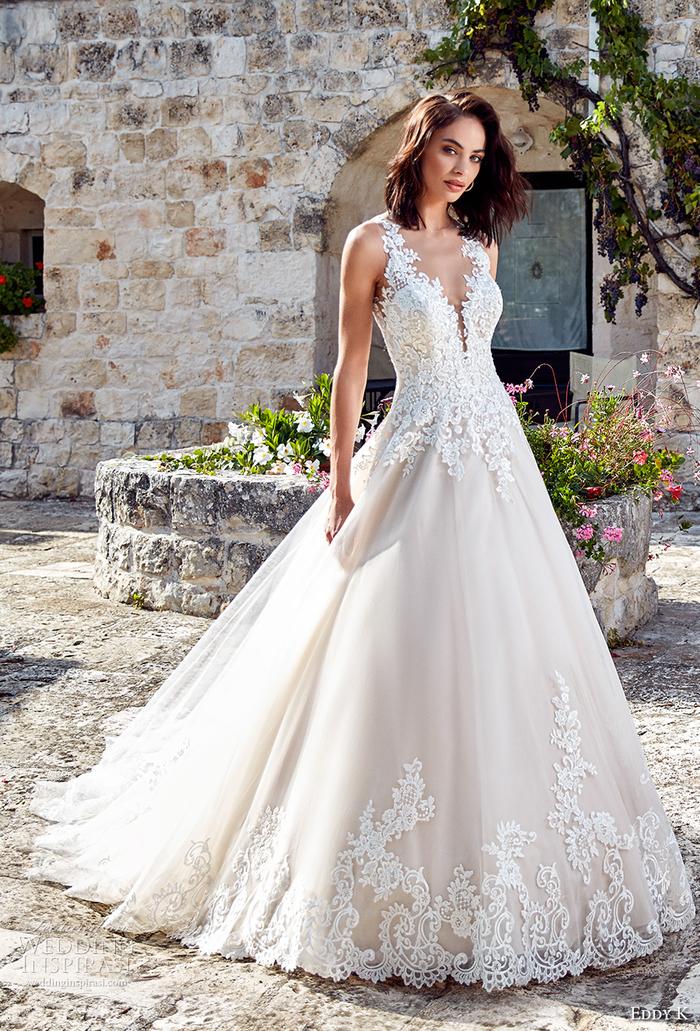 romantisches Hochzeitskleid mit Spitzen-Elementen, V-Ausschnitt, weiße Farbe