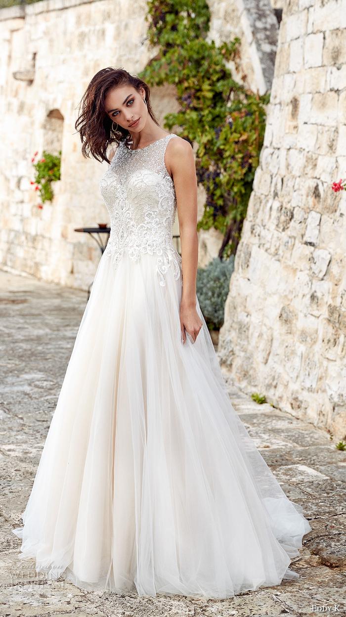 Hochzeitskleid us Tüll und Spitzen-Elementen, ärmellos, bodenlang, weiß
