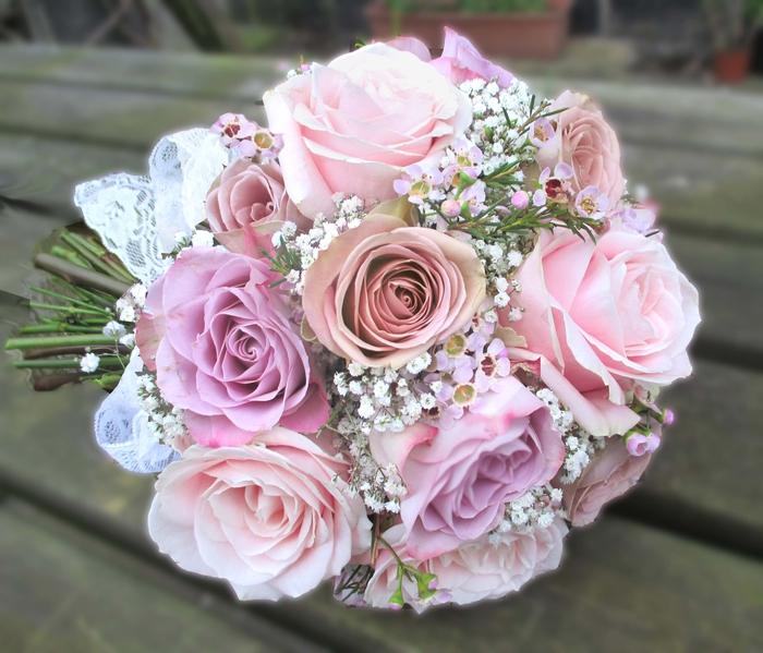 rosa Rosen und kleine weiße Blumen vintage Brautstrauß für vintage Hochzeit