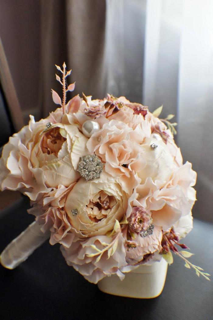 rosa Blumen eng zusammengeordnet silberne Dekoration Hochzeitsstrauß vintage