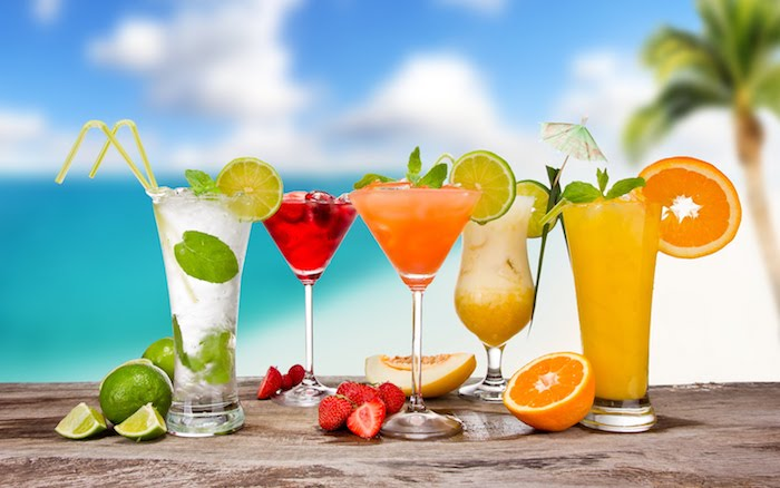 coole drinks, sommer, somerparty, cocktails, limetten, orangen, erdbeeren