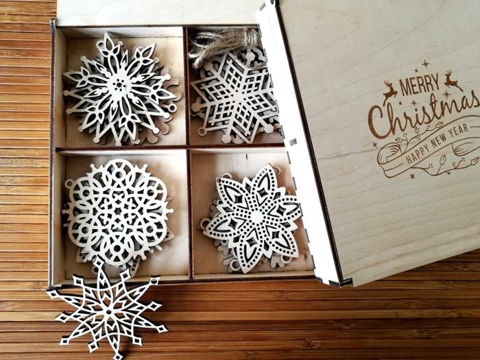 deko holz minimalistische spielzeuge weihnachtsdeko deko schneeflocken in einem kasten ideen