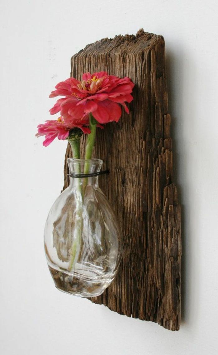 holz deko ideen an der wand deko ideen zum gestalten vase mit roten blumen an der wand aufhängen