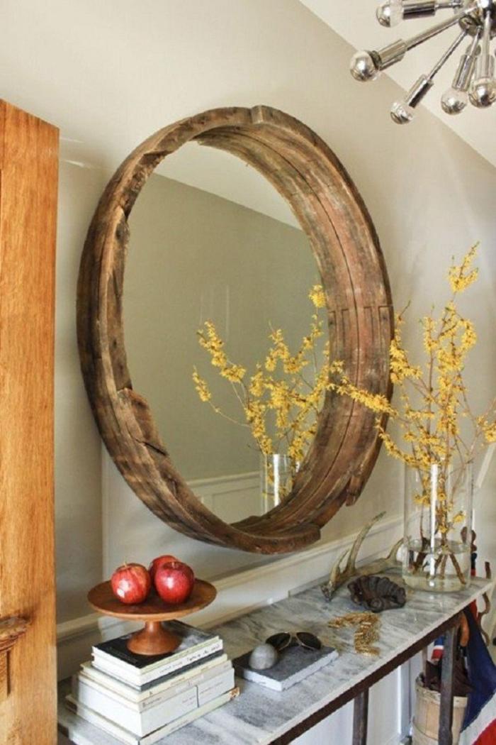 deko aus holz dekoelemente in der wohnung spiegel im rahmen aus holz bücher äpfel blumen gelb