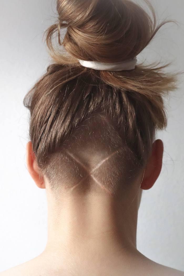 dutt frisuren frauen ideen und inspiration dunkelblonde haare haarschnitt undercut damen
