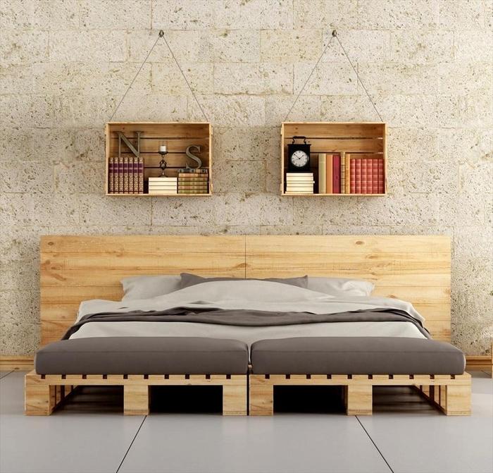 Noch Eine Idee Für Möbel Aus Paletten   Ein Bett Aus Holz Und Zweil Kleine  Regale