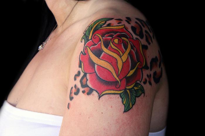 idee für einen tattoo für frauen - rosen tattoo vorlage - eine idee für die damen
