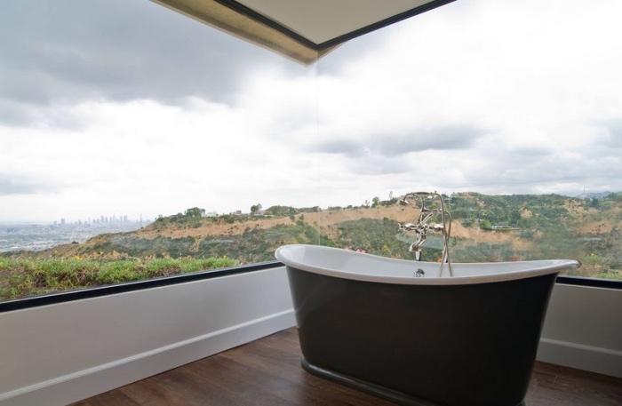 hier ist eine freistehende badewanne