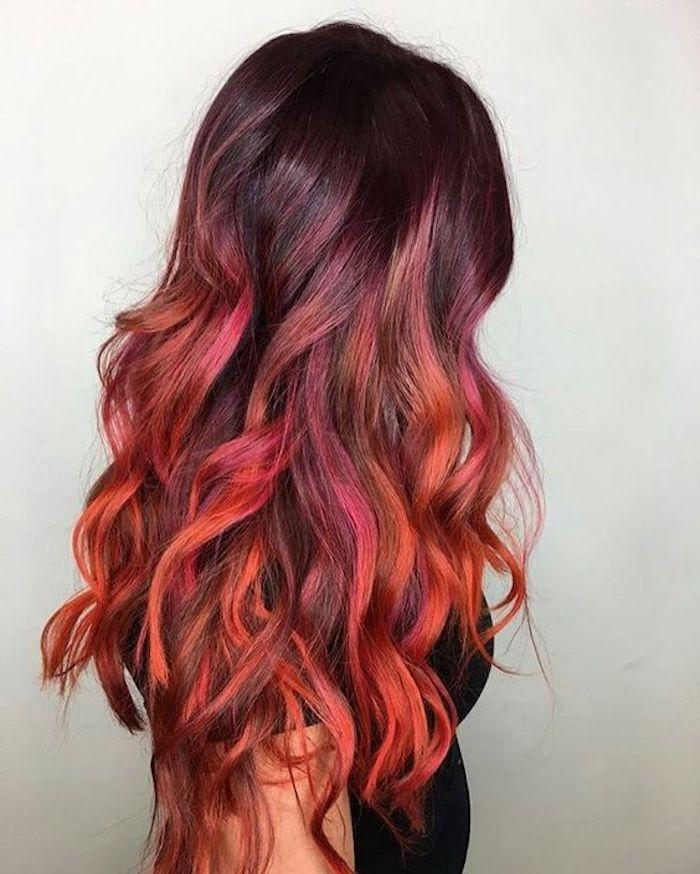 frisuren halblang, lange, lockige rote haare, ombre effekt, moderne haarfarben