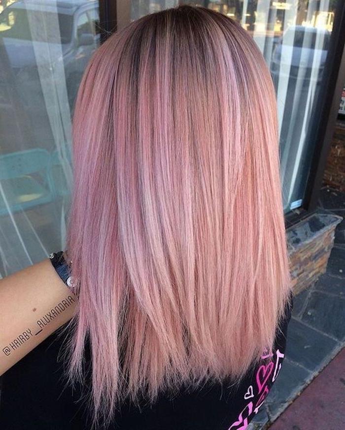 mittellange frisuren, halblange glatte rosa haare, haarschnitt