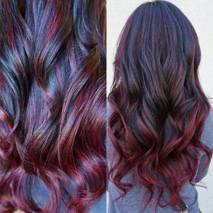 schöne frisuren, graue bluse, lange schwarze haare mit roten ströhnen
