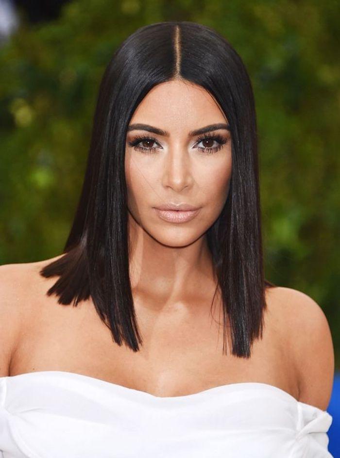 trendige frisuren, kim kardashian, make up, kurze, glatte, schwarze haare