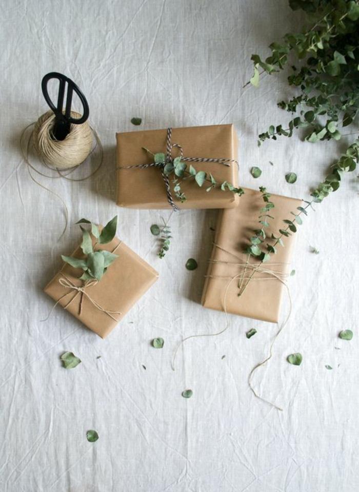 kleine grüne Zweige und verschiedene Schnuren - kreative Verpackungsideen im Frühling