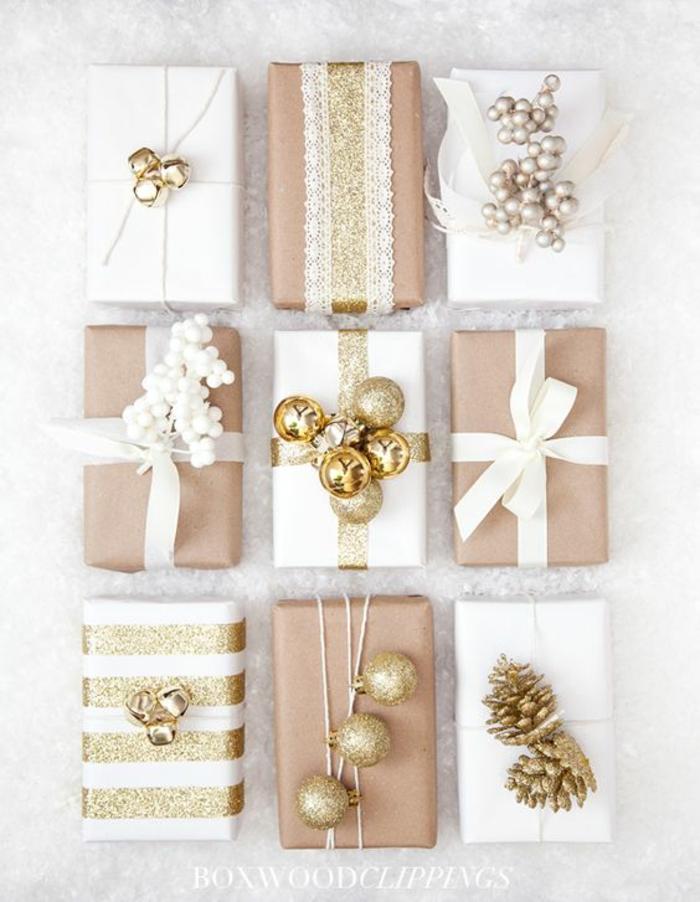 neun Verpackungsideen für weihnachtliche Präsente mit kleinen goldenen Kugeln und Zapfen