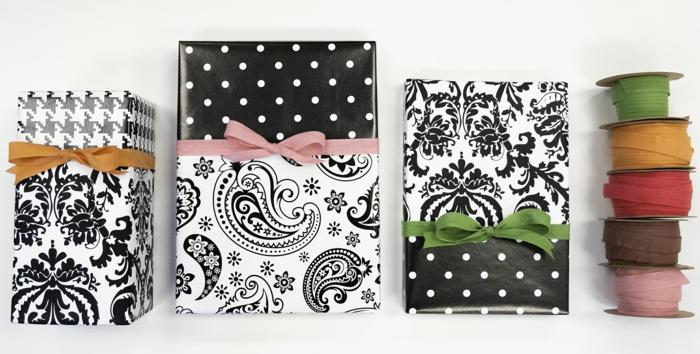 schwarze stilvolle Verpackungen mit bunten Bändern, verschiedene Motive - Geschenke verpacken