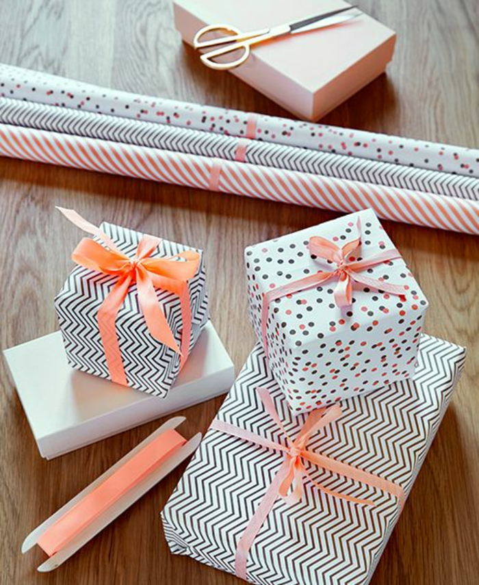 verwenden Sie verschiedene Muster von Geschenkpapier - Geschenke verziehren