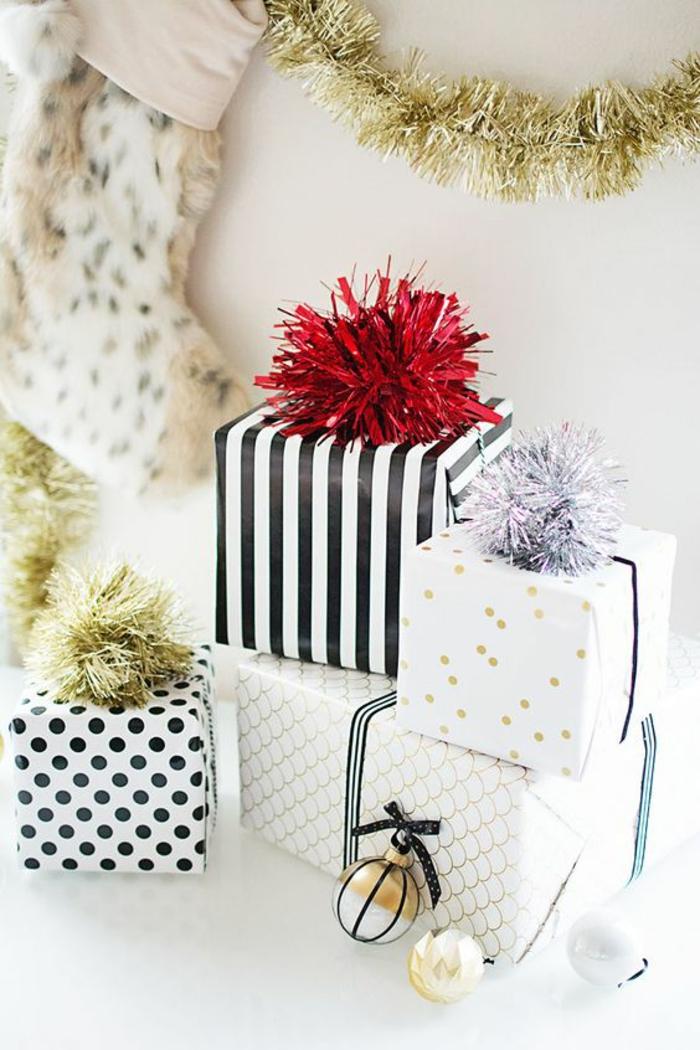 vier Geschenke zum Weihnachten mit geschnittene Girlande als Bänder - Geschenkverpackungen basteln
