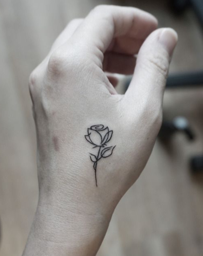 rosen tattoo vorlage - idee für einen kleinen tattoo auf der hand - eine kleine weiße rose