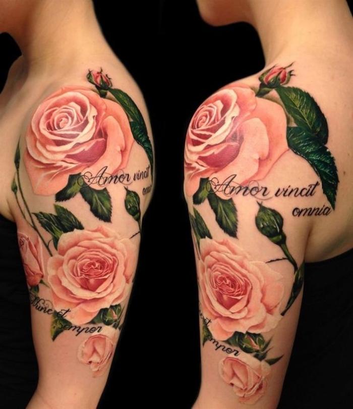 super idee für einen märchenhaften tattoo mit drei großen pinken rosen mit grünen blättern - idee für frau . eine tätowierung auf der schulter