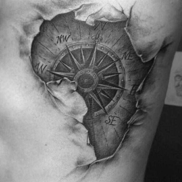 afrika - eine idee für einen schwarzen compass tattoo mit einer weltkarte