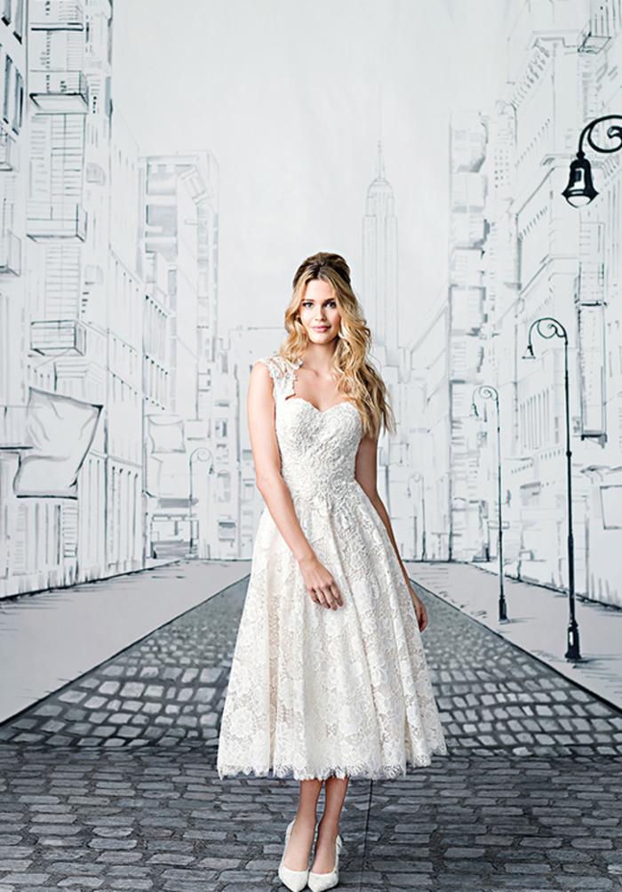 weites Spitzenkleid mit Trägern, Herz-Ausschnitt, Sommer Hochzeitskleid, elegant