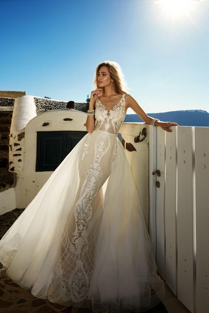 Brautkleid-Meerjungfrau mit Spitzen-Elementen, V-Ausschnitt und langer Schleppe