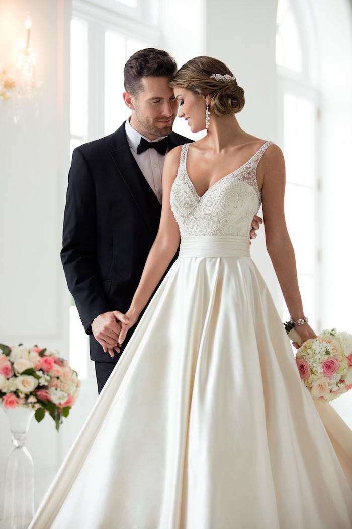 wunderschönes Brautkleid mit Spitzen-Oberteil und Rock aus Satin, Spaghettiträger, V-Ausschnitt
