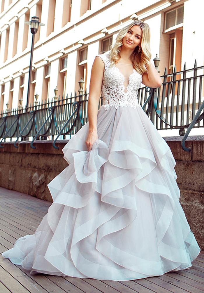 Prinzessinnen Brautkleid mit Spitzen-Elementen, V-Ausschnitt, bodenlang, weit