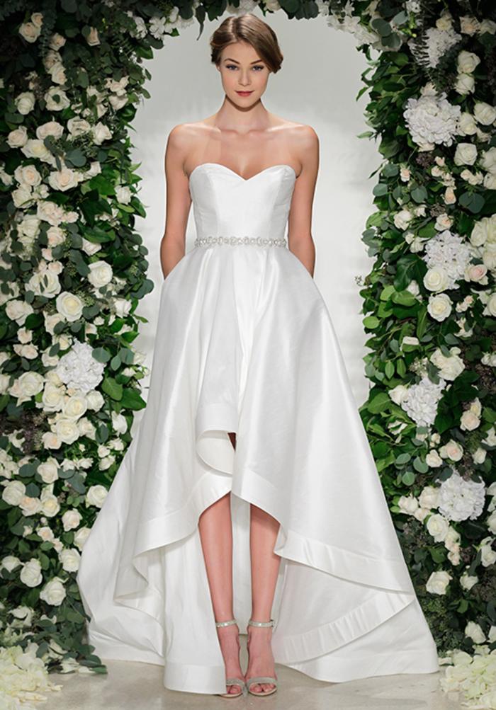 schlichtes und stilvolles Hochzeitskleid, ärmellos, mit Herz-Ausschnitt, mit Perlenstickerei, lange Schleppe