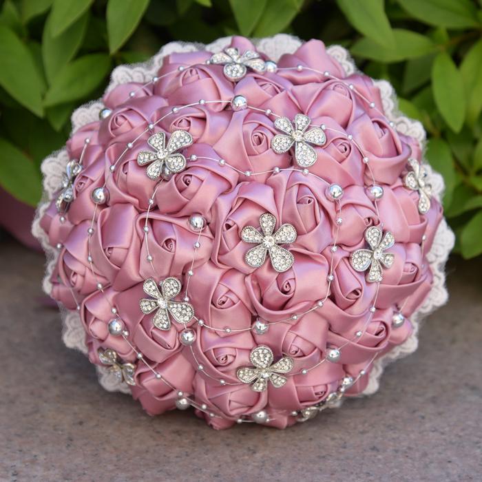 rosa Hochzeitssträuße die man selber nähen kann und in der Form von Glasperlen Blumen schmücken