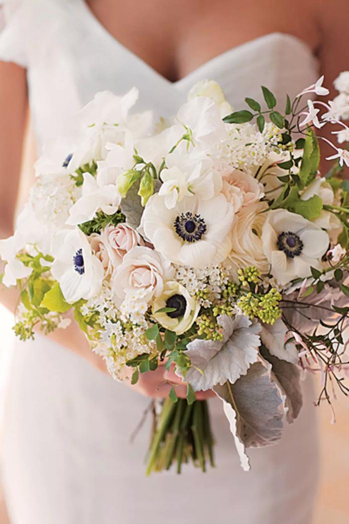 weiße und orange Blumen kleine weiße Blüten - Brautstrauß aus Treibhaus Blumen