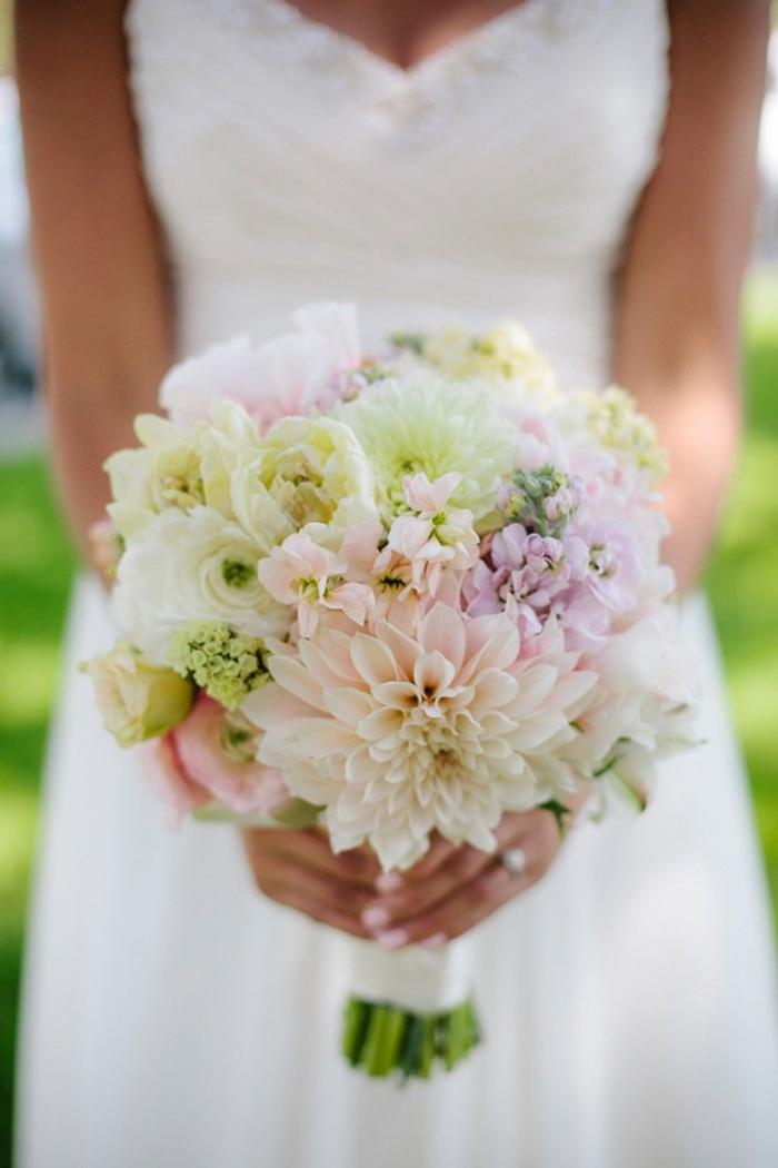 viele verschiedene Blumensorte in einem Blumenstrauß - Brautstrauß Sommer