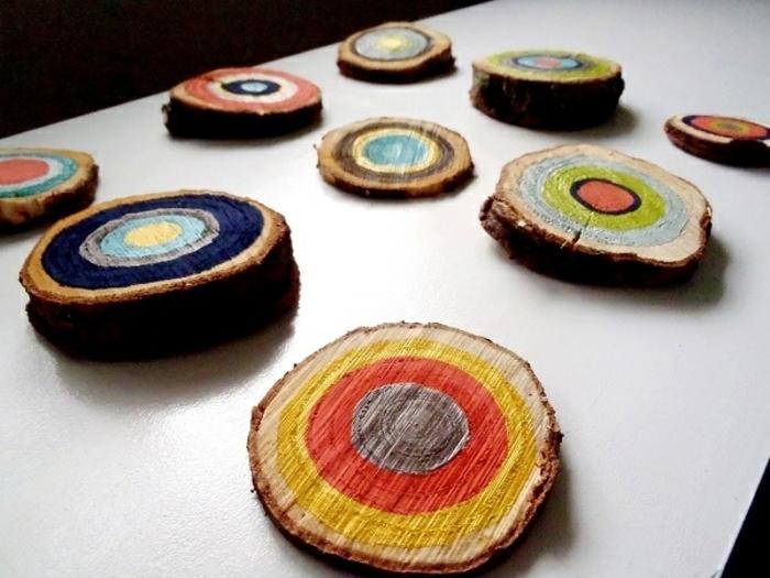 holzdekoration deko ideen bunte gestaltung untertassen in bunten farben aus holz gemacht