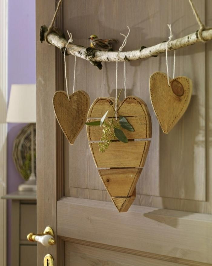 holzdekoration dekorative stücke herzchen dekoelemente aufhängen tür zweig als deko verwenden