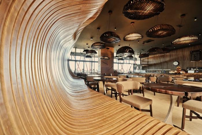 holzdekoration hölzerne möblierung einrichtung in einem restauran ideen kreativer look bank tisch stühle lampe