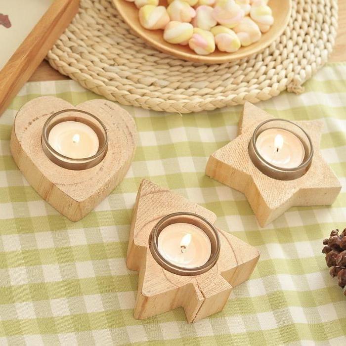 holz deko selber machen kleine kerzen teelichter in kleinen ständern aus holz legen deko ideen