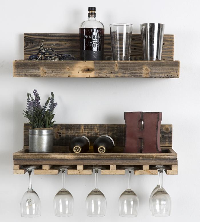 holz deko sleber machen dekorative elemente weinregal gestaltung ideen gläser weinflaschen blumen