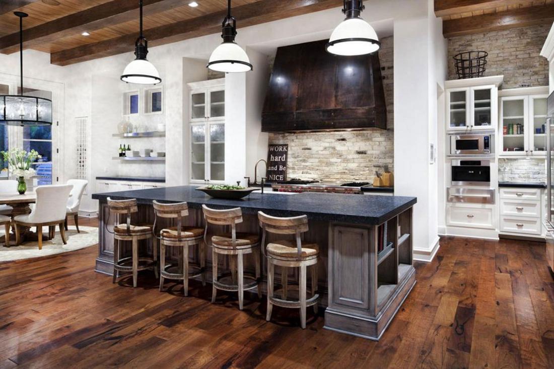 Innendesign Trends 2017 eine Küche vier Stühle drei Lampen