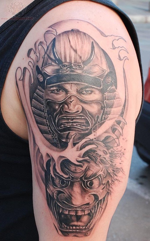 maske, mann, helm, japanische tätowierung in schwarz und grau