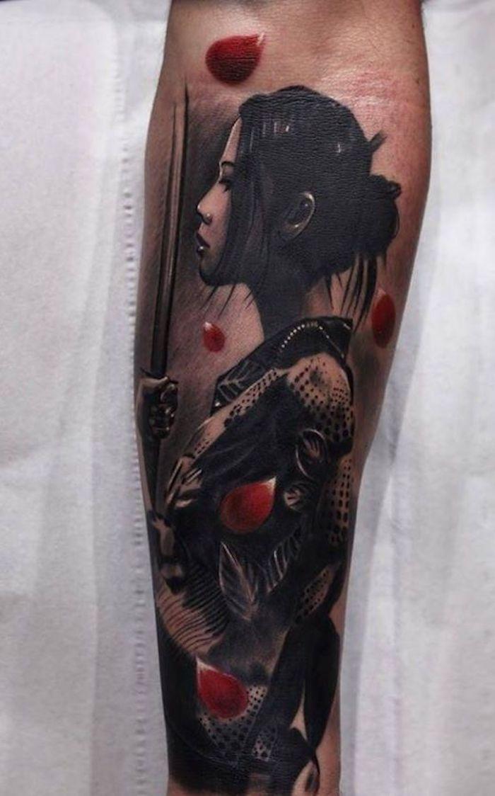 kämpfer tattoo, japanisches tatto-motiv, frau mit schwarzen haaren