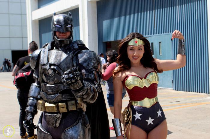 Batman und Wonderwoman Kindheitshelden Kostüme selber machen