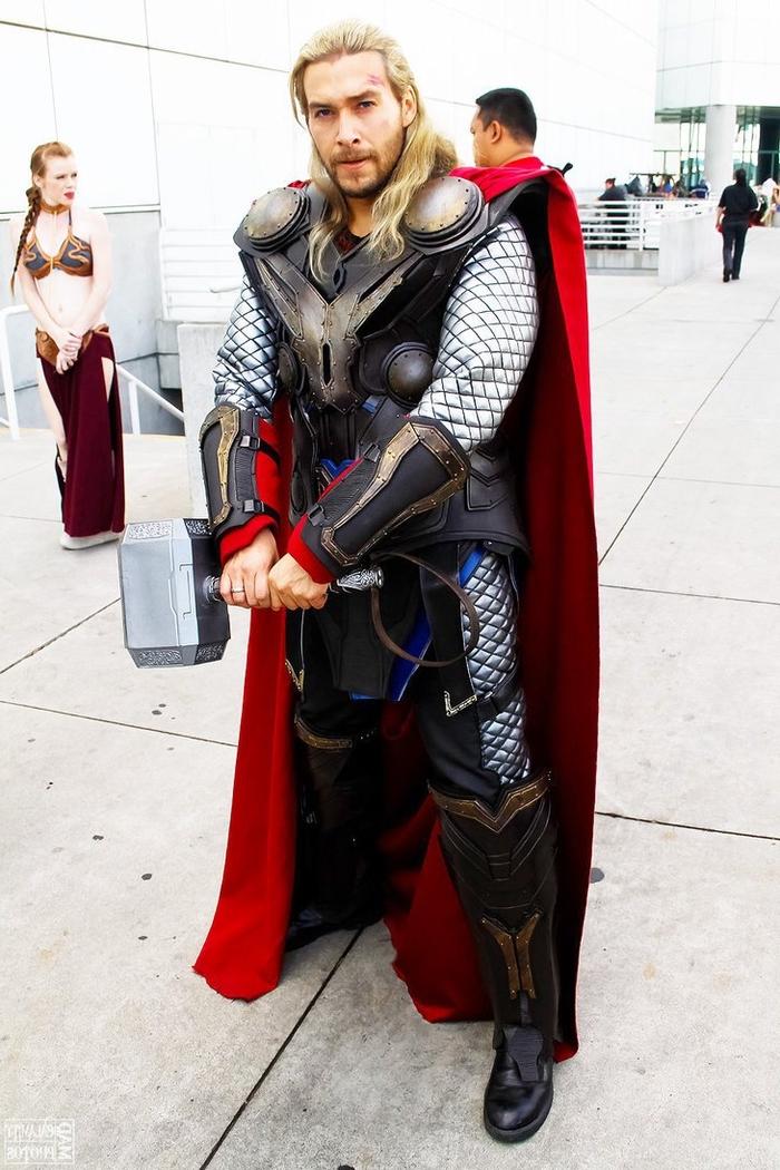 ein echter Thor mit Hammer Kindheitshelden Kostüme selber machen