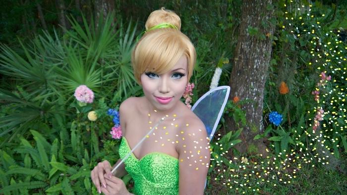 Glöckchen Kostüme mit einem grünen Kleid und Flügel Kindheitshelden Kostüme selber machen