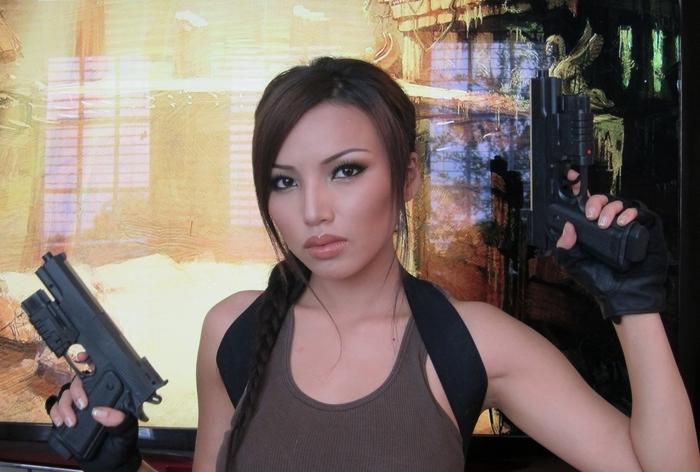Lara Croft Kostüme mit braunen Body und Rucksack, zwei Pistole - Kindheitshelden Kostüme