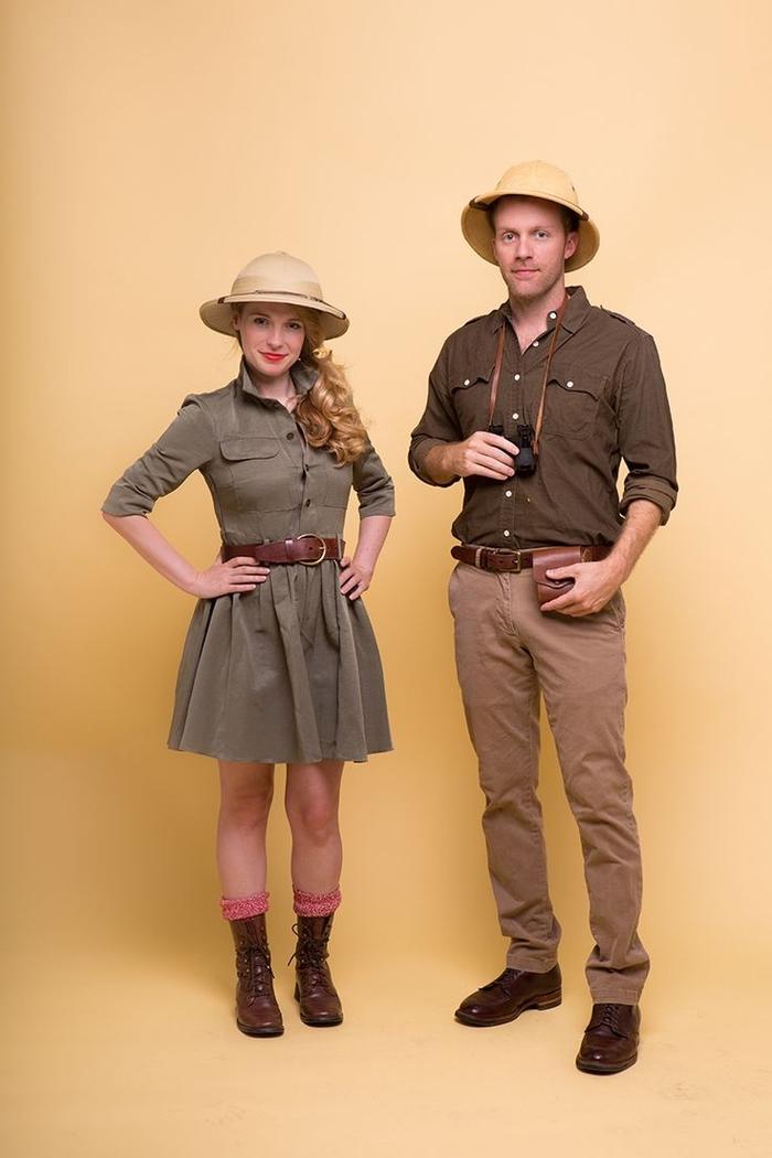 Kindheitshelden Kostüme, braune Kleidung, Safari Hüte, Fernglas zwei Abenteurer