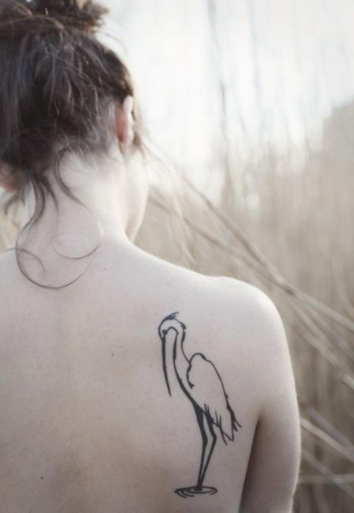 Kranich Tattoo, coole Tattoo-Ideen für Frauen, Rücken Tätowierung, weibliches Motiv