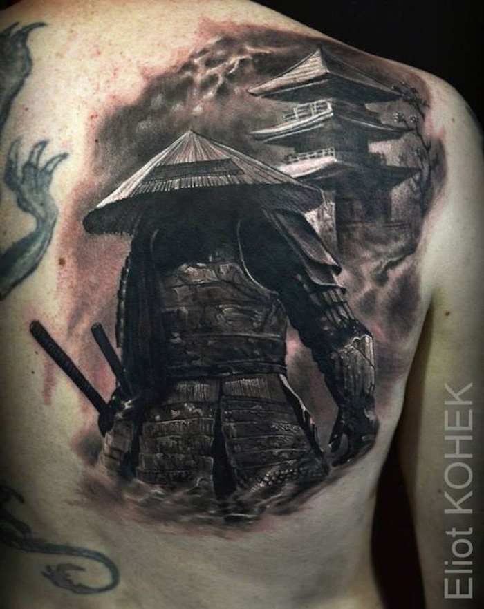 rücken, rückentattoo in schwarz und grau, japanische krieger
