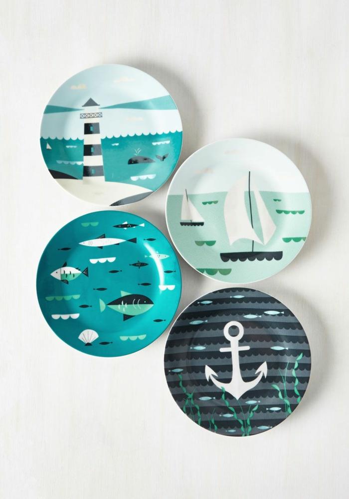 Maritime Wandgestaltung, vier Teller mit maritimen Motiven Leuchtturm und Segelboote, Fische und Anker