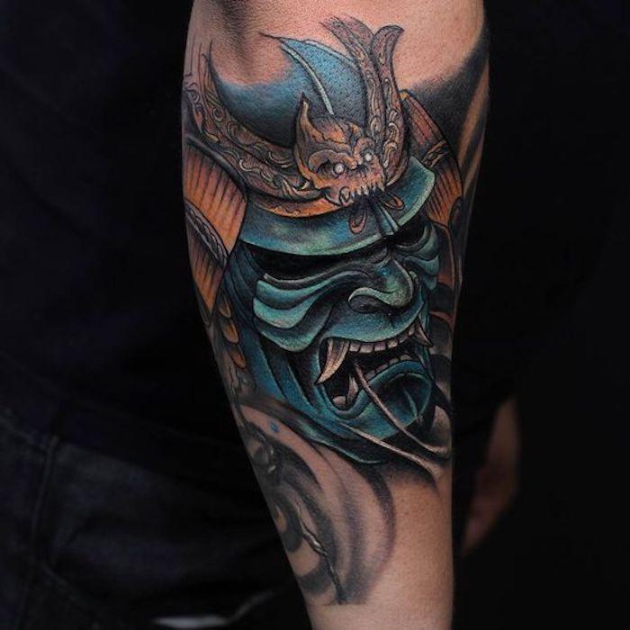 masken tattoo, blaue maske, helm, samurai, beintattoo